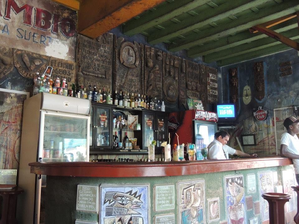 Een mooi en sfeervol café in een van de hoeken van Parque Agramonte.