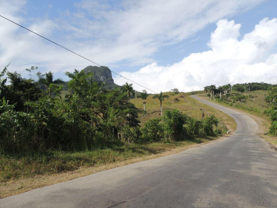 De route van Havana naar Viñales. je rijdt door een prachtig landschap, wat een contrast met de omgeving van Havana.