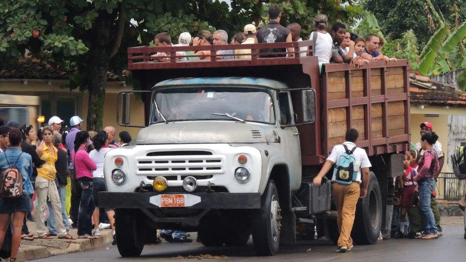 De plaatselijke bus in Viñales.