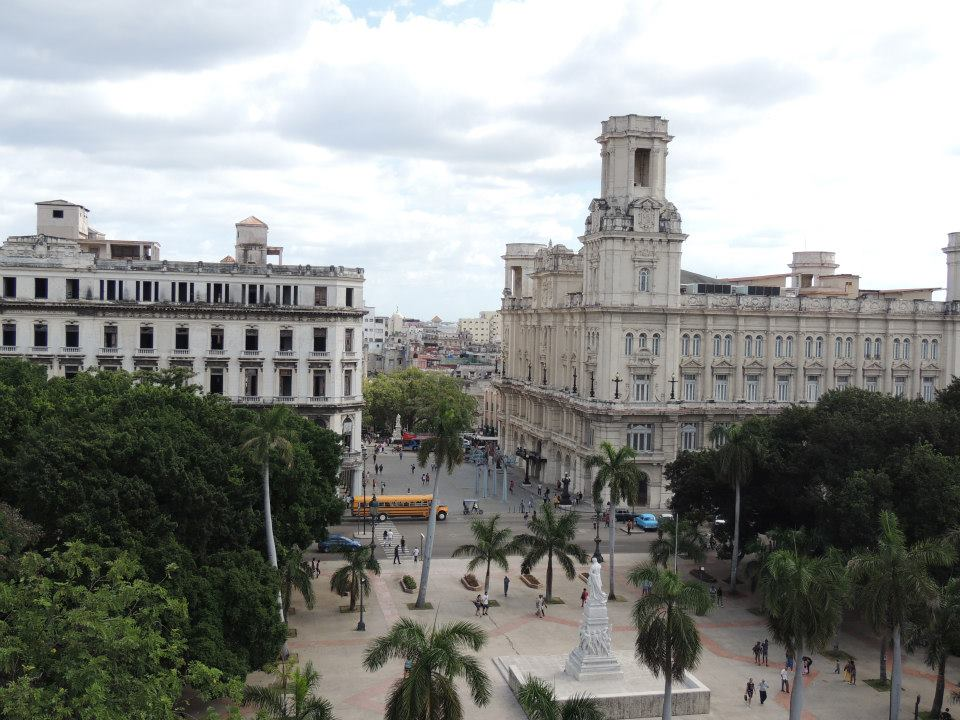 Het uitzicht vanaf het dakterras van het Inglaterra Hotel in Havana. Het uitzicht op het Parque Central vind je hier.