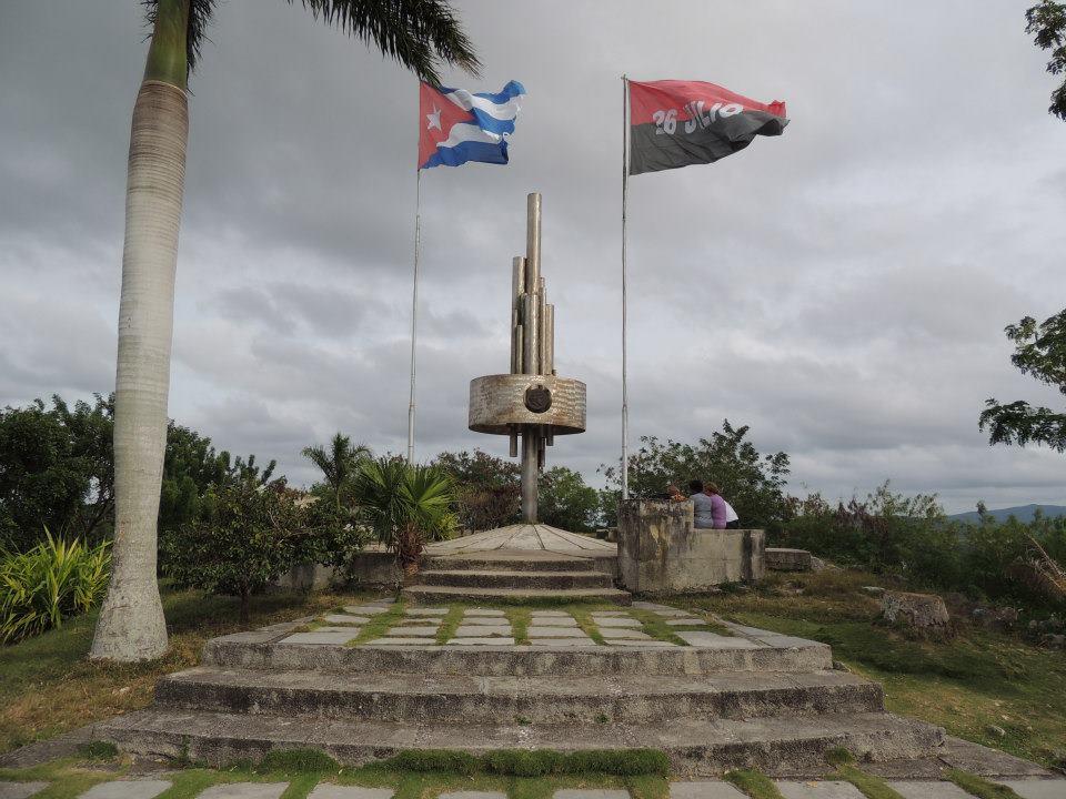 Het metalen monument Loma del Capiro.