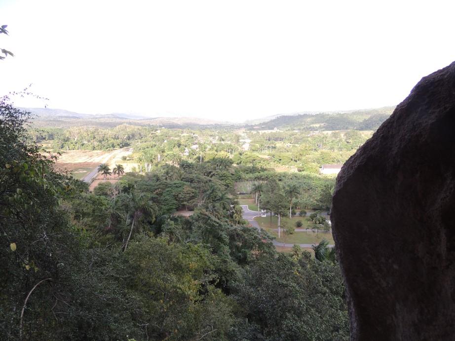 Uitzicht vanuit een grot bij Vinales