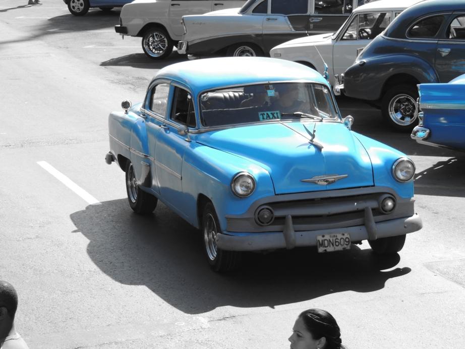 De vele oldtimers in Cuba zijn een belangrijke bron van inkomsten voor de Cubanen.